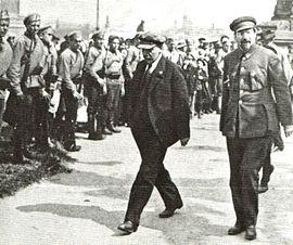 270px-Lunacharsky-Lenin